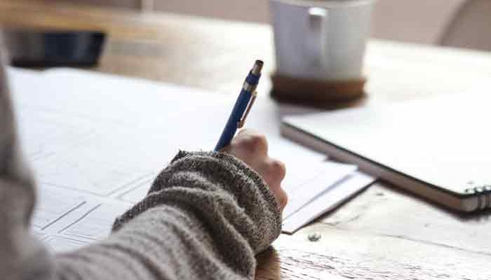 How to write band 9 body paragraph in IELTS essay?